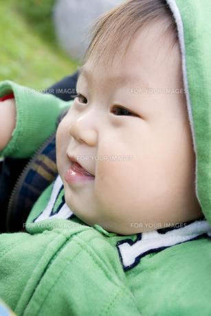微笑む赤ちゃんの写真素材 [FYI00263448]