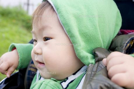 帽子をかぶった赤ちゃんの写真素材 [FYI00263460]