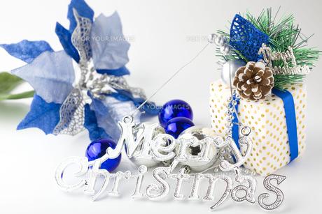 白と青のクリスマスの写真素材 [FYI00263588]