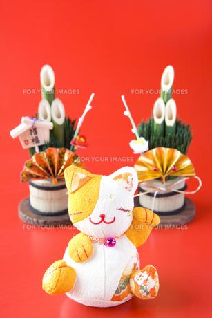 招き猫と門松の写真素材 [FYI00263633]