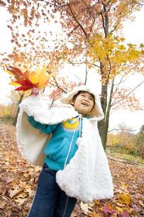鮮やかな景色と子供の写真素材 [FYI00263828]