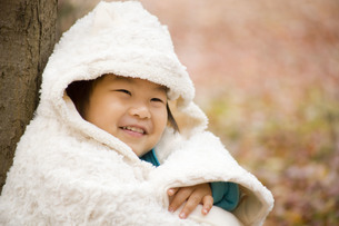 秋と笑顔の子供の写真素材 [FYI00263830]