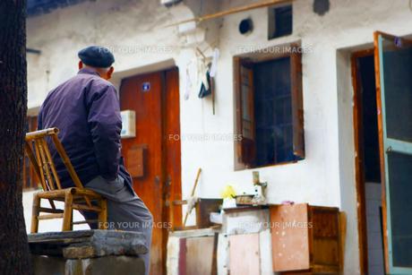 紹興の家と老人の写真素材 [FYI00264102]