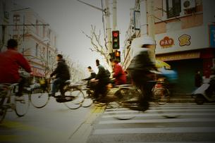 上海の朝の通勤風景の写真素材 [FYI00264109]