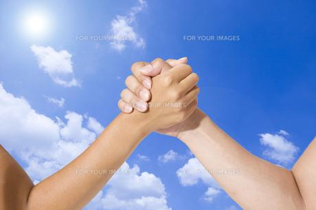 握る手の写真素材 [FYI00264326]