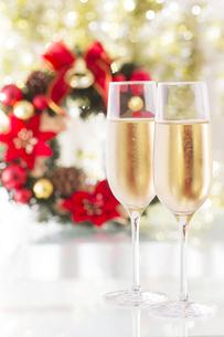 シャンパンとクリスマスリースの写真素材 [FYI00264578]