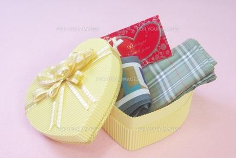 ハートのプレゼントの写真素材 [FYI00265257]