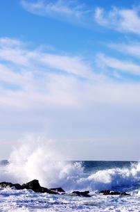 日本海と波しぶきの写真素材 [FYI00265984]
