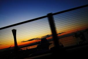 夕暮ポートタワーの写真素材 [FYI00266042]