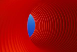 赤いチューブの写真素材 [FYI00266118]