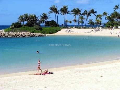 砂浜と女性の写真素材 [FYI00266645]