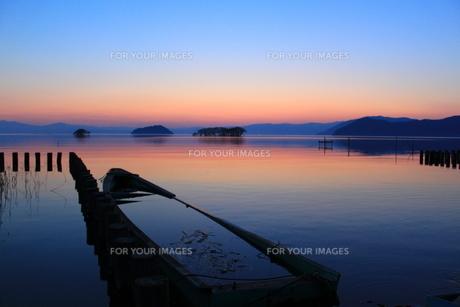 湖畔の夕景の写真素材 [FYI00266718]