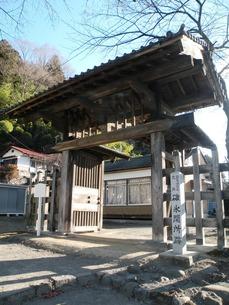 旧中山道碓氷関所跡の門の写真素材 [FYI00267585]