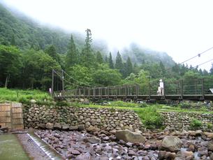苗名滝周辺 吊り橋の写真素材 [FYI00267599]
