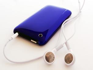 青色の携帯プレーヤーの写真素材 [FYI00268889]