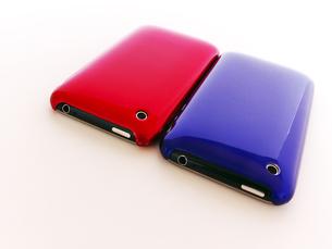 赤と青のスマートフォンの写真素材 [FYI00268891]