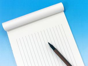 筆ペンと便箋の写真素材 [FYI00268913]