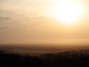 釧路湿原の朝靄の写真素材 [FYI00268936]