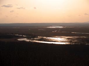 夕日に染まる釧路湿原の写真素材 [FYI00268941]