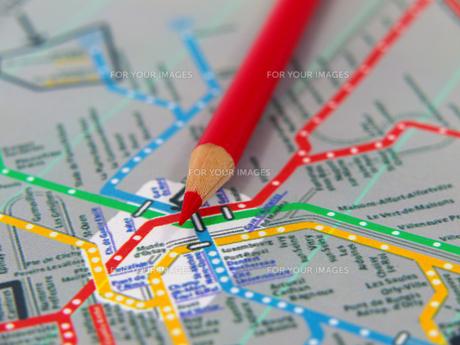 赤鉛筆と路線図の素材 [FYI00269007]