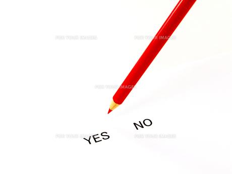 イエスノーと赤鉛筆の素材 [FYI00269020]