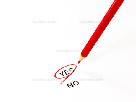 yesに丸印と赤鉛筆の素材 [FYI00269025]