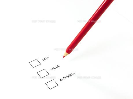 アンケートと赤鉛筆の素材 [FYI00269040]