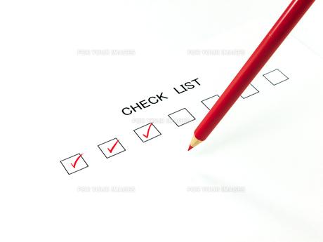 赤鉛筆とチェックしたチェックリストの素材 [FYI00269041]