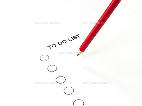 赤鉛筆と TO DO LISTの素材 [FYI00269042]