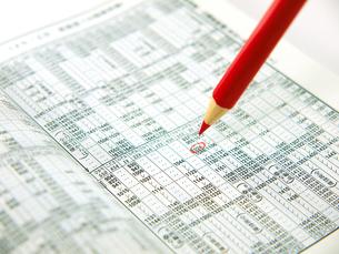 赤鉛筆と時刻表の素材 [FYI00269044]
