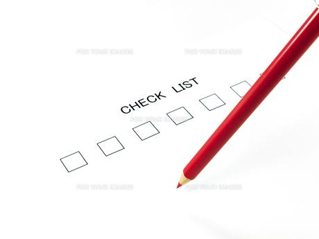 赤鉛筆とチェックリストの素材 [FYI00269052]