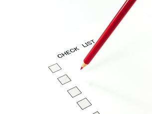 チェックリストと赤鉛筆の素材 [FYI00269056]