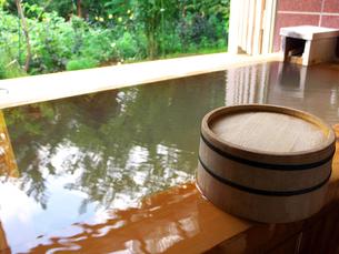 桧木のお風呂の写真素材 [FYI00269063]