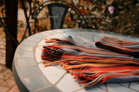 ガーデンテーブルのマフラーの写真素材 [FYI00269107]
