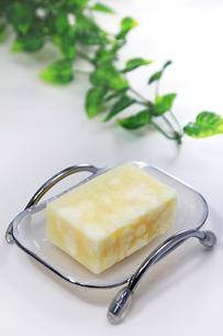 石鹸(ハイアングル白)の写真素材 [FYI00269387]
