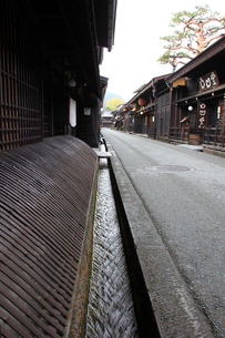 飛騨高山古い町並の用水の写真素材 [FYI00269448]
