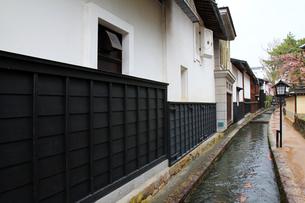 飛騨古川円光寺沿いの白壁土蔵街の素材 [FYI00269461]