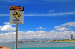 早い潮の流れに注意の標識の写真素材 [FYI00269532]