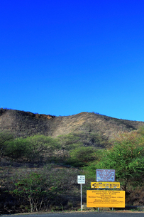 ダイヤモンドヘッド登山道案内板の写真素材 [FYI00269560]