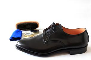 紳士靴と靴磨きのセットの素材 [FYI00269737]