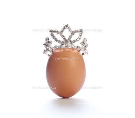 ティアラをのせた卵の写真素材 [FYI00269797]