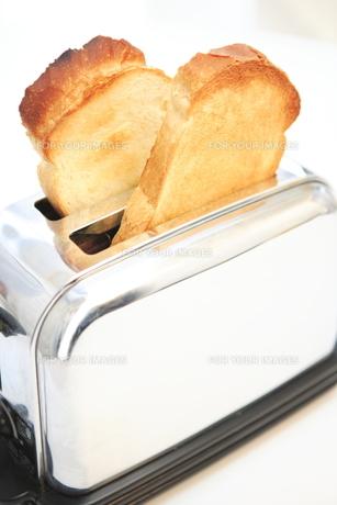 トースターとイギリスパンの写真素材 [FYI00269835]