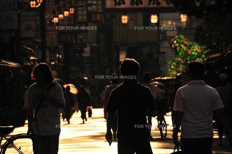 浅草伝法院通りの夕景の写真素材 [FYI00270320]