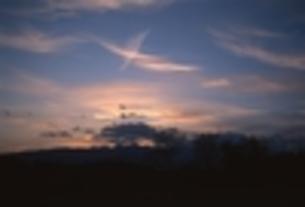鶴のような雲・夕景の写真素材 [FYI00270407]