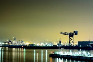 夜の港の写真素材 [FYI00270423]