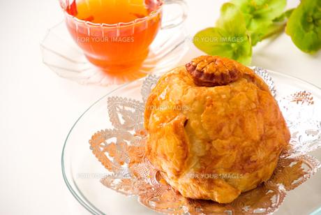 アップルパイと紅茶の写真素材 [FYI00270489]
