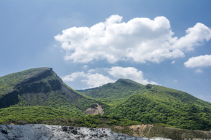 霧島の韓国岳と空の写真素材 [FYI00270904]