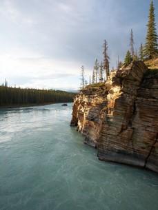 アサバスカ滝近くの渓流の写真素材 [FYI00271129]