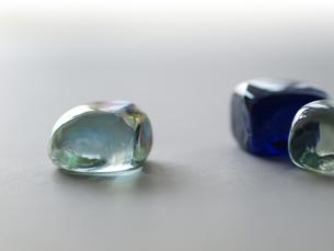 光を演出するインテリア小物ガラス玉の写真素材 [FYI00271240]
