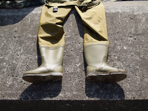 白蛤を採るときに履くばか長靴の写真素材 [FYI00271266]